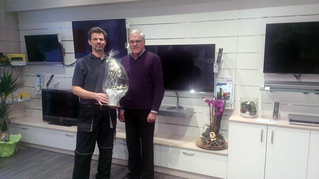 Stadtbürgermeister Michael Thiesen gratuliert zur Eröffnung, wünscht einen guten Start und viel Erfolg.